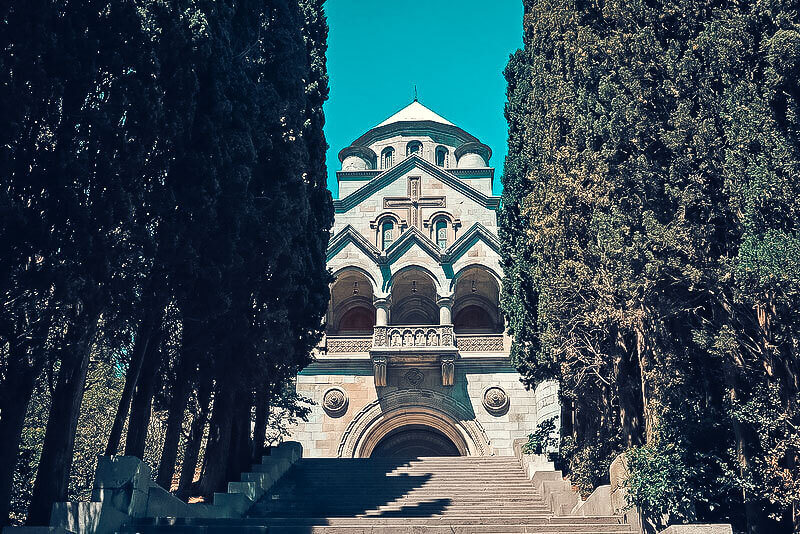 Легендарная церковь Рипсиме - фото