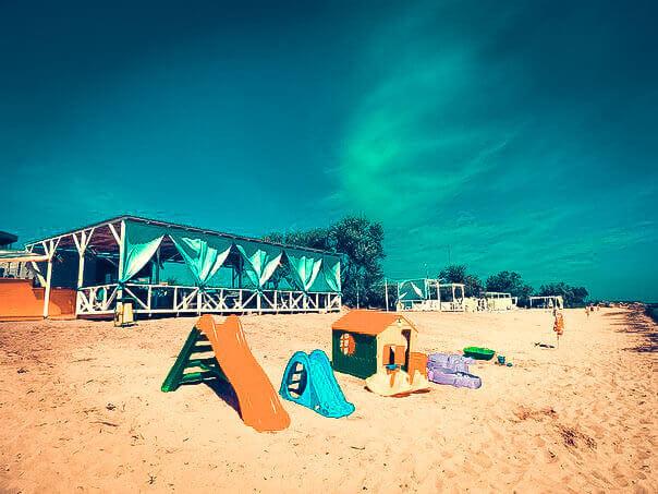 Пляж «Лазурный берег» в Евпатории - фото