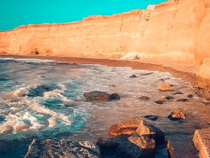 Скала у озера Кызыл-Яр