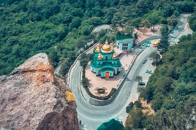 Храм Святого Архистратига Михаила в Алупке - фото с неба