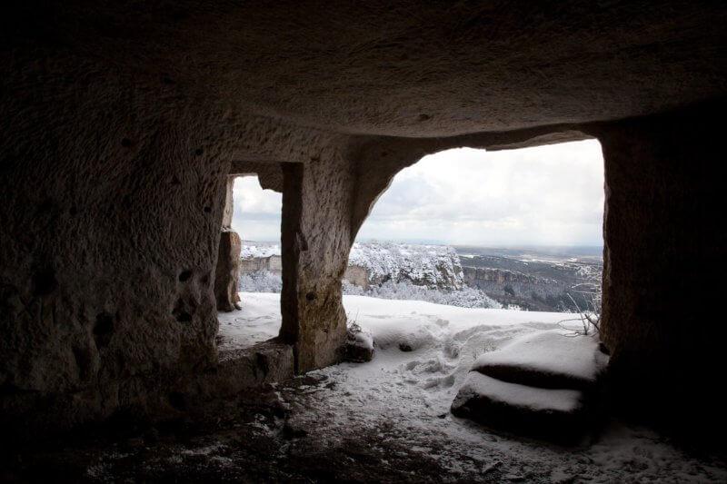 Рукотворные пещеры на Мангуп-кале