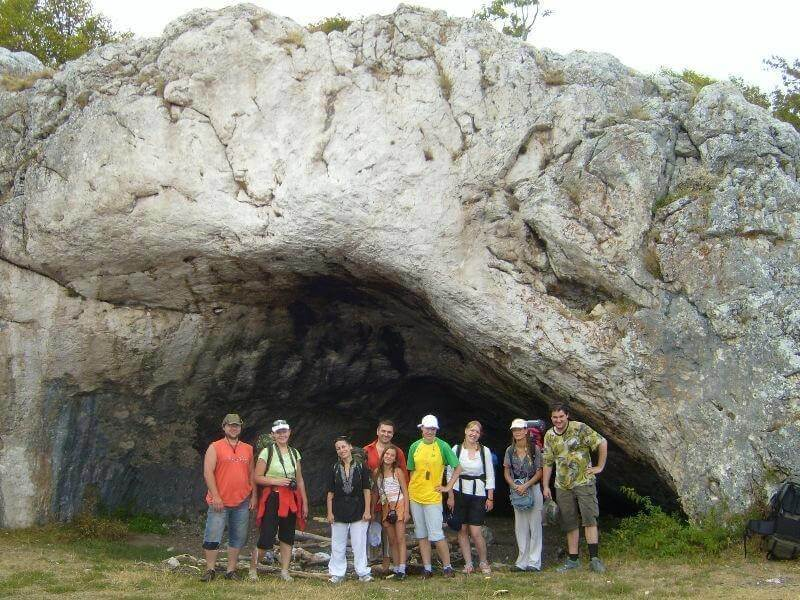 Фото у пещеры Ухо Земли