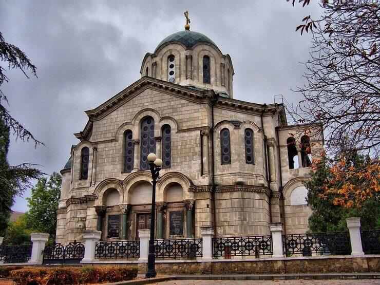 Собор в Крыму называемый Усыпальницей адмиралов -фото