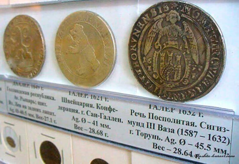Монеты в музее денег в Феодосии