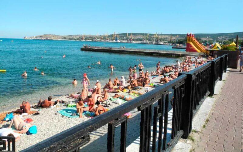 На фото пляж Камешки