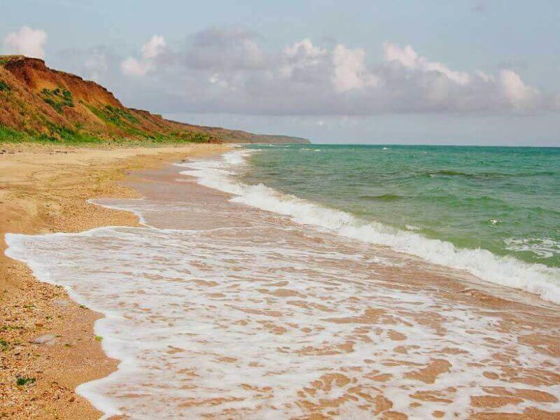 Дикие пляжи у поселка Приморский в Феодосии