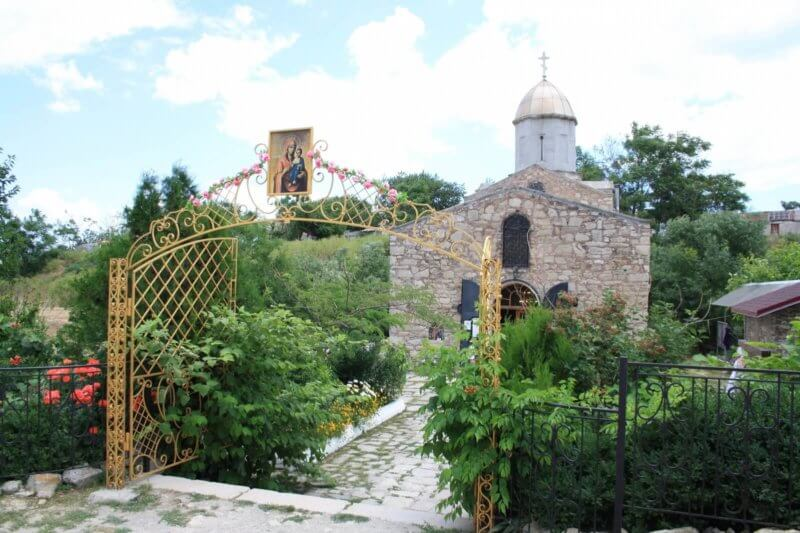 Иверский храм - фото