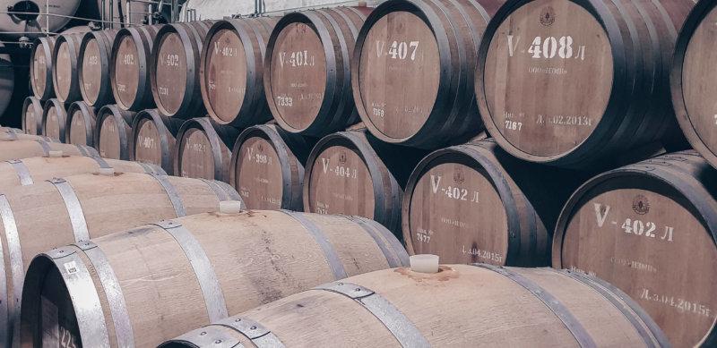 На фото Инкерманский завод марочных вин - бочки с вином
