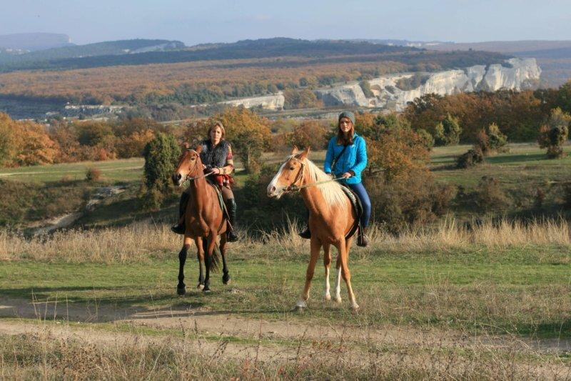 Фото с конной прогулки по горам в Крыму