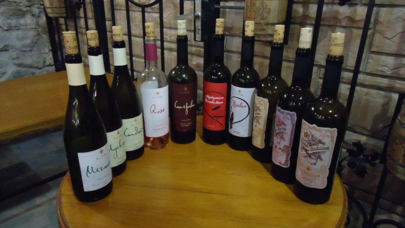 На фото вина винзавода солнечная долина