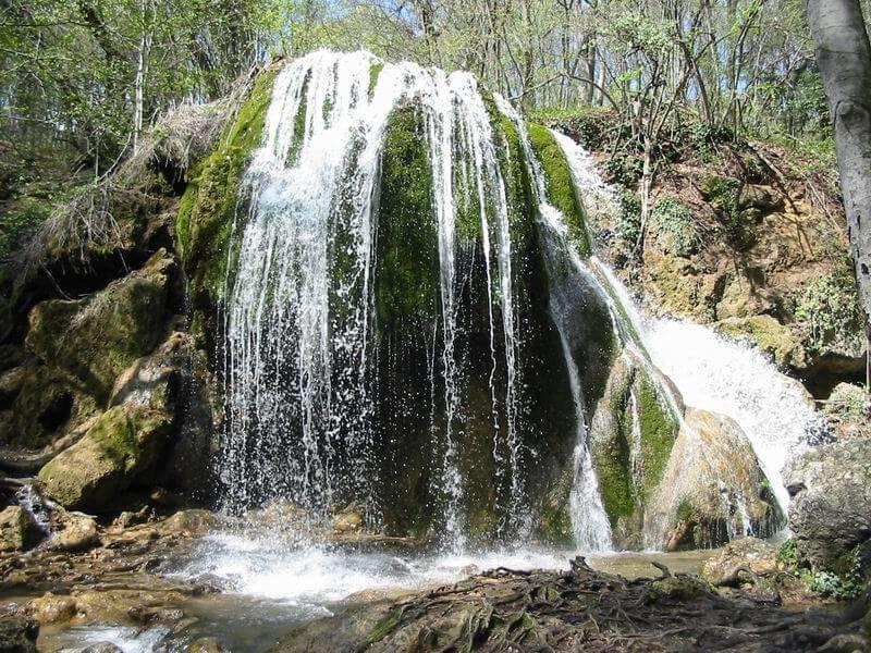 Водопад Серебряные струи в Крыму - фото
