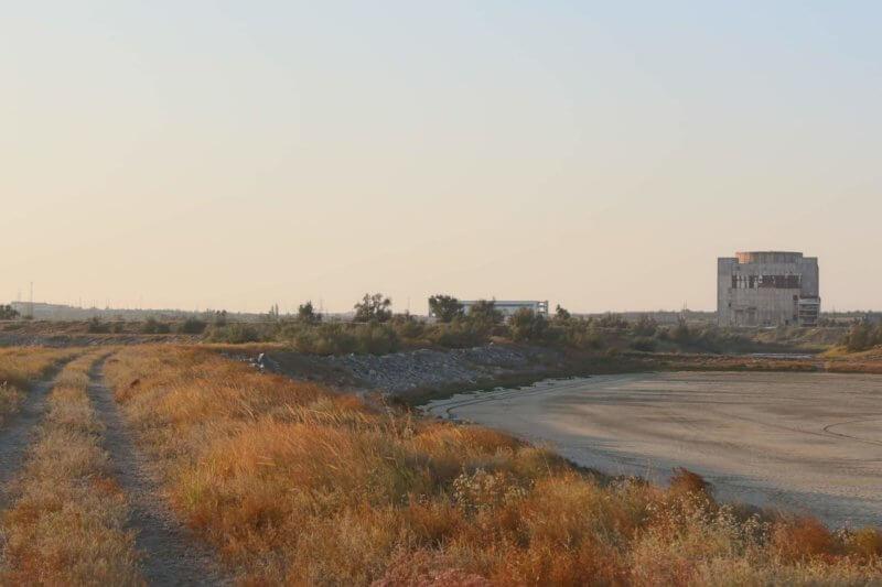 Недостроенная АЭС рядом с Акташским озером