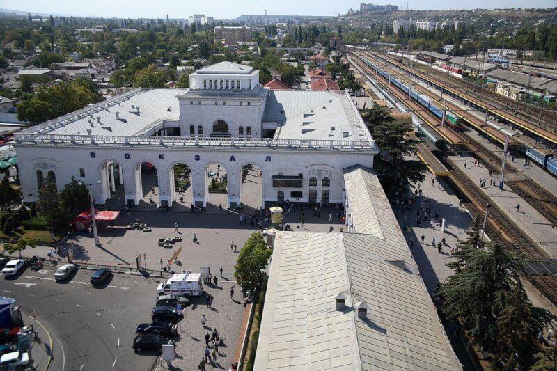 Железнодорожный вокзал Симферополя - фото