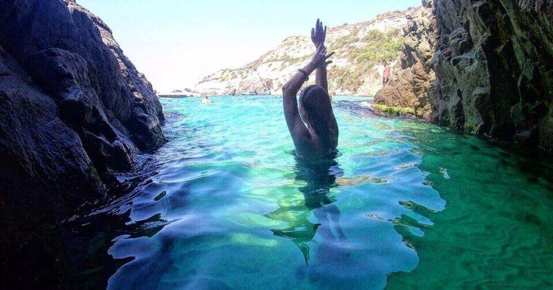 Проплываем через грот Дианы