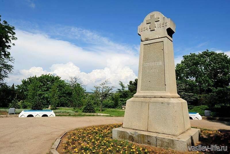 Георгиевский крест на бульваре истории