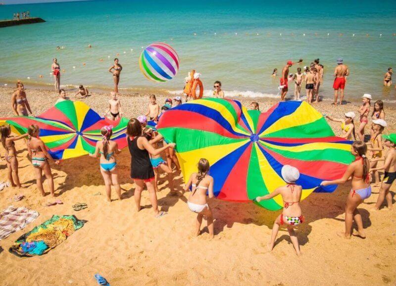 Пляж лагеря Мандарин в Крыму