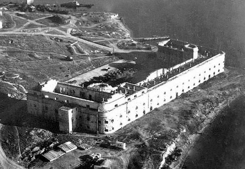 Историческое фото музея.