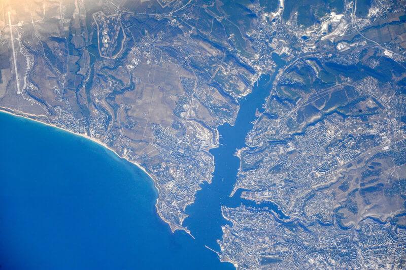 Вид с неба на Севастопольскую бухту