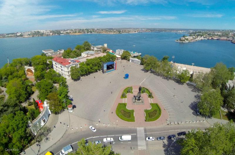 Вид на Площадь Нахимова и Графскую пристань