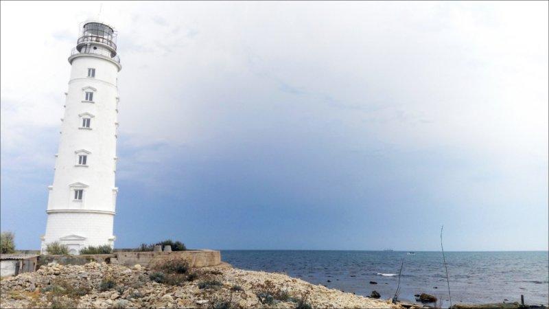 На фото Тарханкутский маяк
