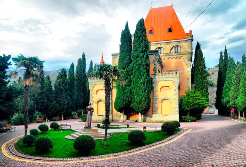 Достопримечательности Алушты: Дворец княгини Гагариной