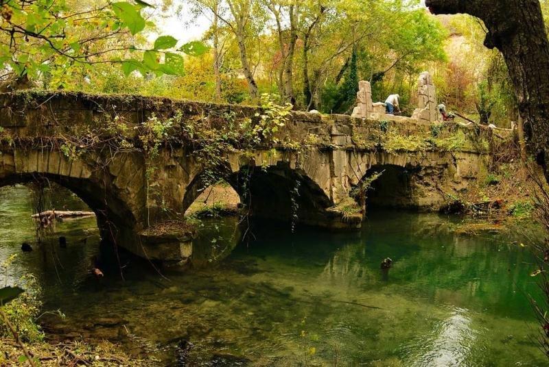 На фото мост Акведук