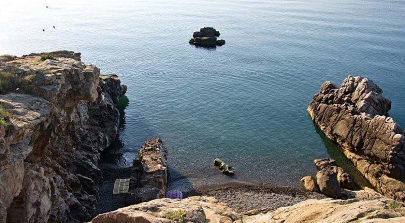 Отдых и купание на Сырных скалах