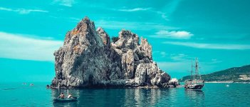 Адалары — скалы