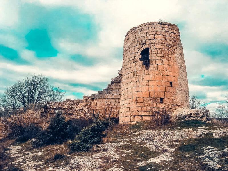 На фото Сюйреньская крепость