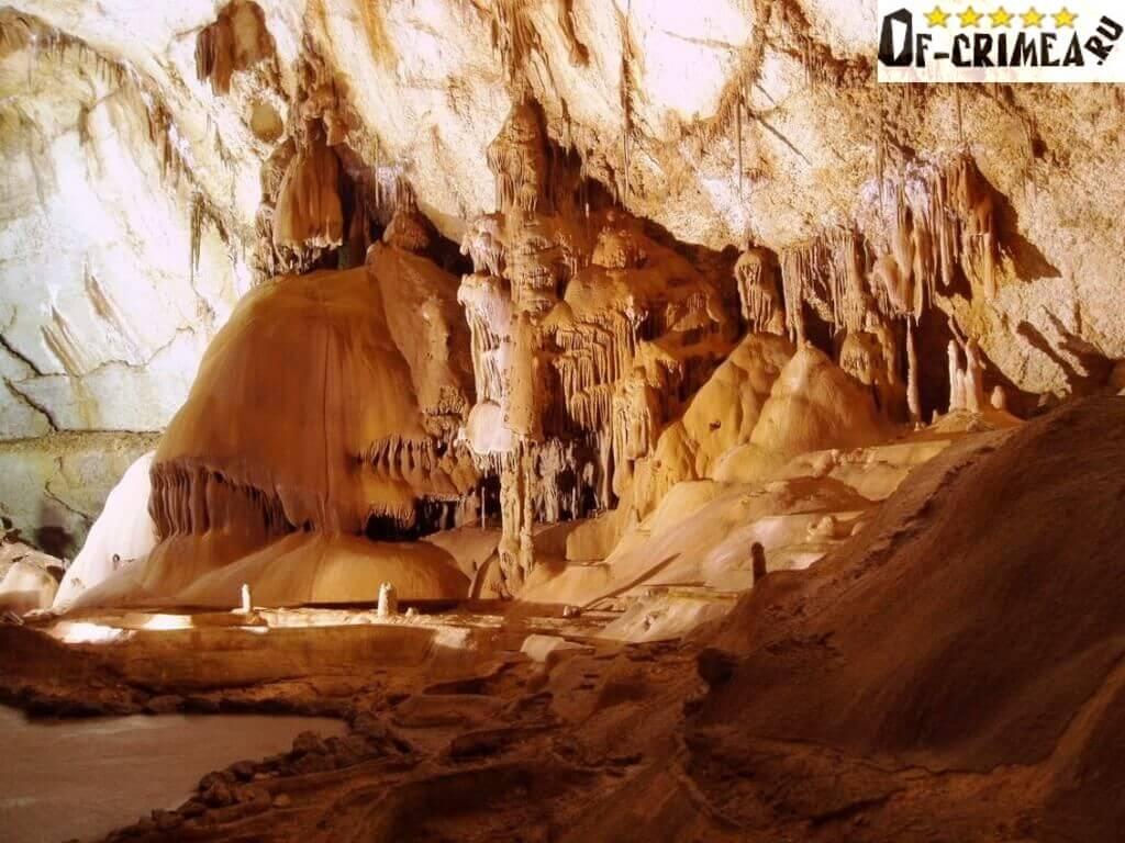 Дворцовый и Глиняный зал Мраморной пещеры в Крыму