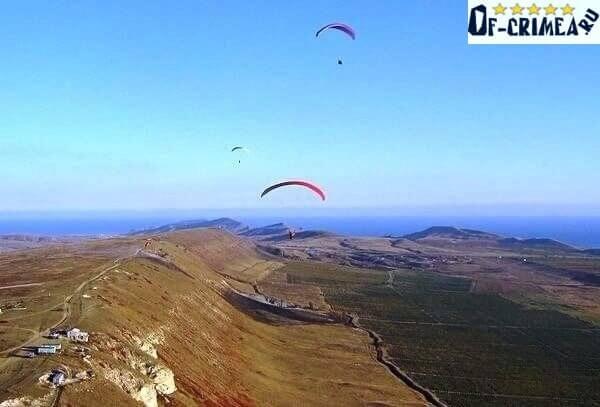 Полеты на паропланах и парашютах с Горы Клементьева