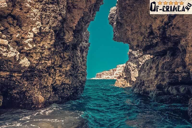 Островок в Голубой бухте