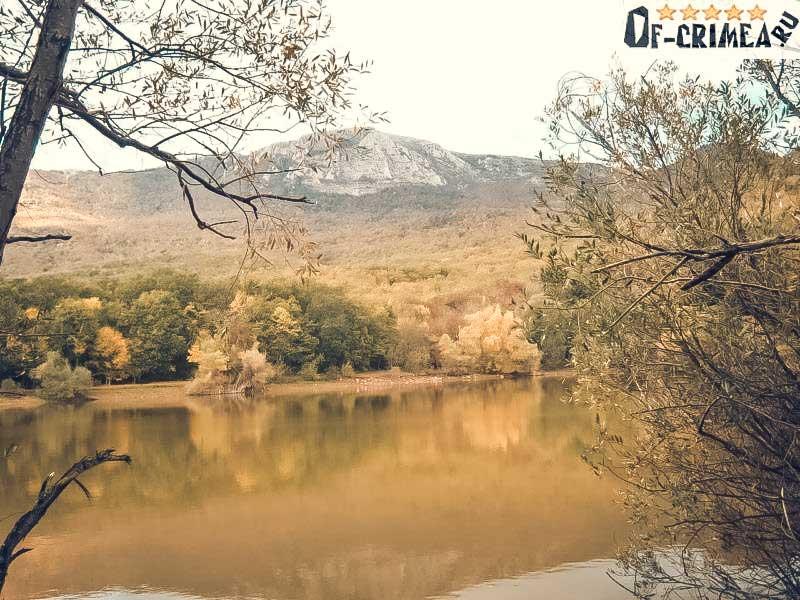 Вид с озера Кастель на гору Парагильмен