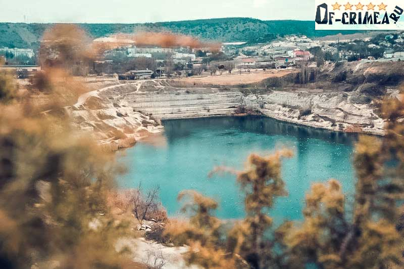 Озеро неподалеку от крепости