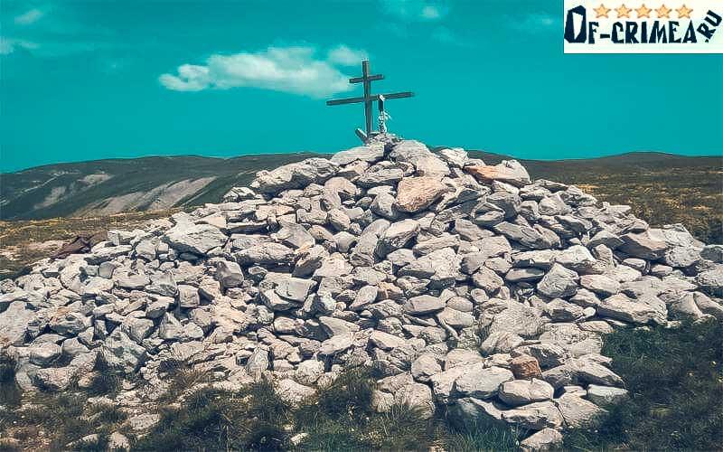 Крест на вершине Роман-Кош