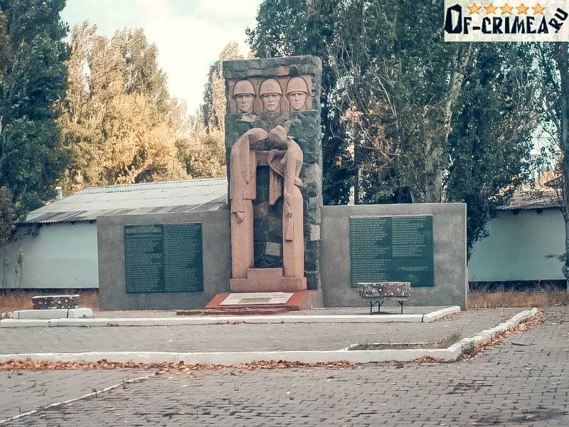 Пгт. Кировское Сквер победы