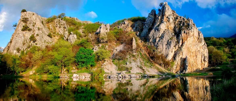Красный камень в Крыму
