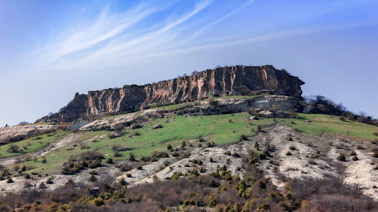 Из пещерного города-крепости Тепе-Кермен