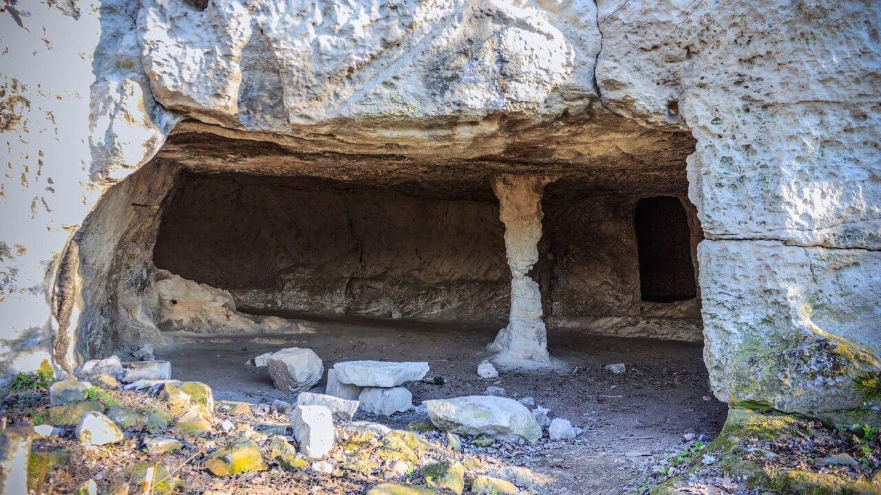 Пещеры средневекового города Тепе-Кермен