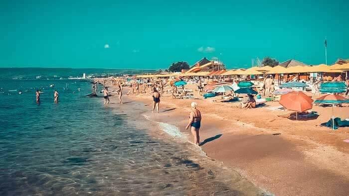 Песочный пляж в Феодосии